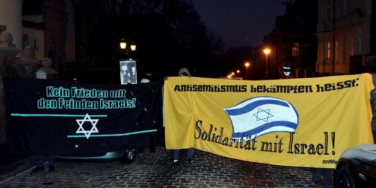 "Protestaktion vor dem Max-Planck-Institut in Halle: Demonstranten fordern ""Solidarität mit Israel""."