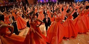 Die Damen in Orange, die Herren klassisch: Debütantenwalzer Semperopernball 2020