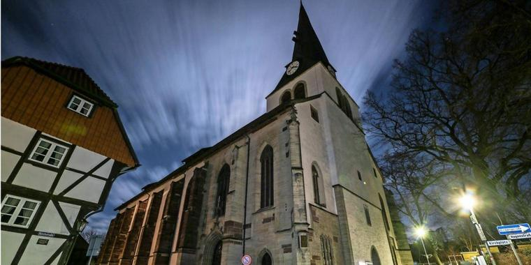 St. Sixti in Northeim zur Earth Hour 2021.