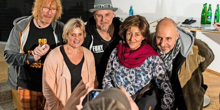 """""""Fury In the Slaughterhouse"""" mit Fans in der GT-Townhall."""