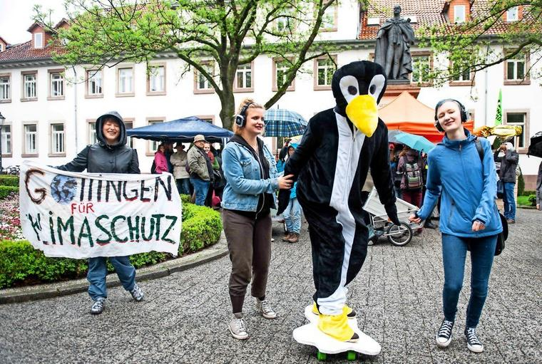 Silent-Climate-Parade mit Pinguin