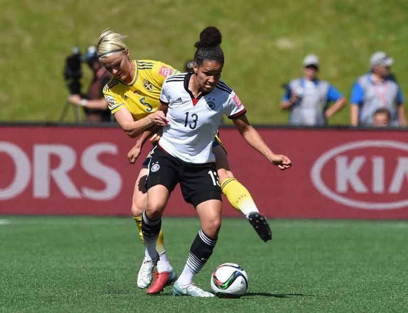 Germany's Celia Sasic (R) and Sweden's Nilla Fischer vie for the ball during the FIFA Women«s World Cup 2015 Round of 16 soccer match between Germany and Sweden at the Lansdowne Stadium in Ottawa, Canada, 20 June 2015. Photo: Carmen Jaspersen/dpa +++(c) dpa - Bildfunk+++