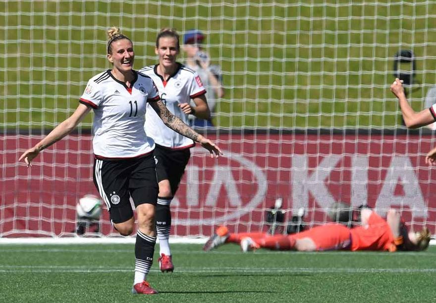 Germany's Anja Mittag celebrate her goal to the 1:0 during the FIFA Women«s World Cup 2015 Round of 16 soccer match between Germany and Sweden at the Lansdowne Stadium in Ottawa, Canada, 20 June 2015. Photo: Carmen Jaspersen/dpa +++(c) dpa - Bildfunk+++