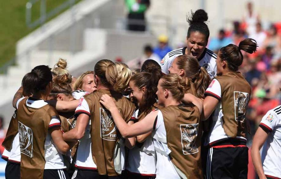 Germany's team members celebrate the goal to the 1:0 during the FIFA Women«s World Cup 2015 Round of 16 soccer match between Germany and Sweden at the Lansdowne Stadium in Ottawa, Canada, 20 June 2015. Photo: Carmen Jaspersen/dpa +++(c) dpa - Bildfunk+++
