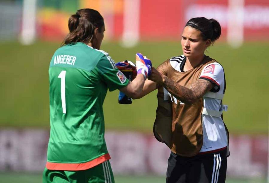 Germany's goalkeeper Nadine Angerer and Dzsenifer Marozsan stand together after the first half during the FIFA Women«s World Cup 2015 Round of 16 soccer match between Germany and Sweden at the Lansdowne Stadium in Ottawa, Canada, 20 June 2015. Photo: Carmen Jaspersen/dpa +++(c) dpa - Bildfunk+++