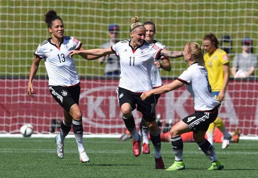 Germany's Anja Mittag celebrates with Celia Sasic (L) and Leonie Maier (R) her goal to the 1:0 during the FIFA Women«s World Cup 2015 Round of 16 soccer match between Germany and Sweden at the Lansdowne Stadium in Ottawa, Canada, 20 June 2015. Photo: Carmen Jaspersen/dpa +++(c) dpa - Bildfunk+++