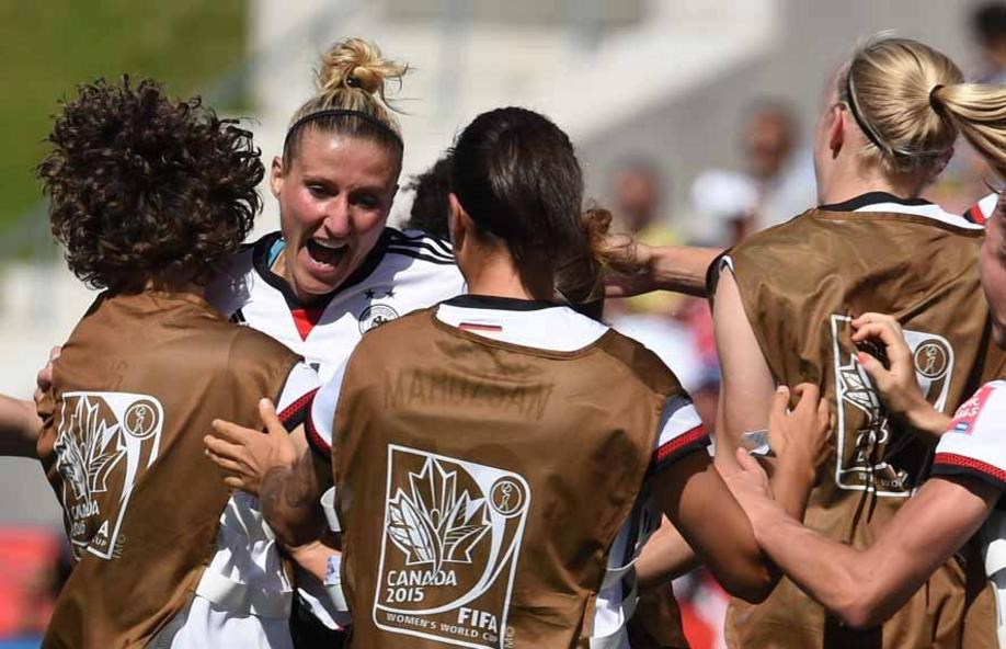 Germany's Anja Mittag celebrate with team members her goal to the 1:0 during the FIFA Women«s World Cup 2015 Round of 16 soccer match between Germany and Sweden at the Lansdowne Stadium in Ottawa, Canada, 20 June 2015. Photo: Carmen Jaspersen/dpa +++(c) dpa - Bildfunk+++