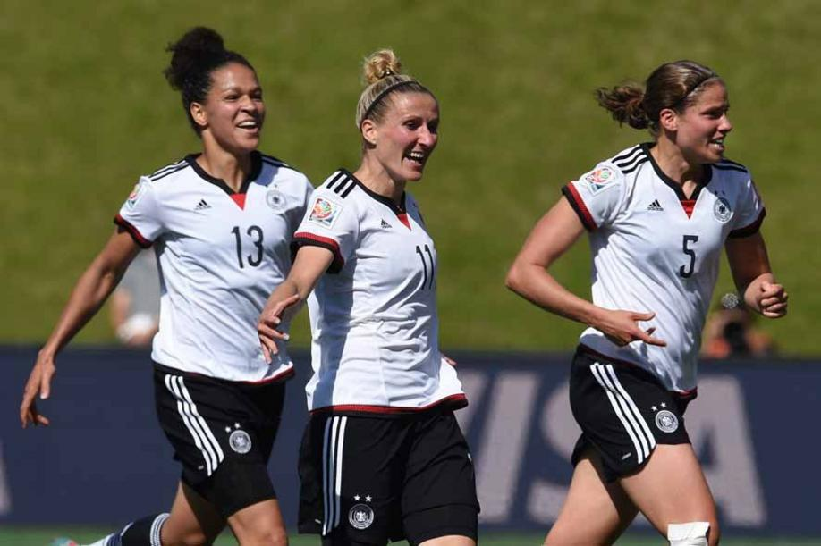 Germany's Anja Mittag celebrates with Celia Sasic (L) and Annike Krahn (R) her goal to the 1:0 during the FIFA Women«s World Cup 2015 Round of 16 soccer match between Germany and Sweden at the Lansdowne Stadium in Ottawa, Canada, 20 June 2015. Photo: Carmen Jaspersen/dpa +++(c) dpa - Bildfunk+++