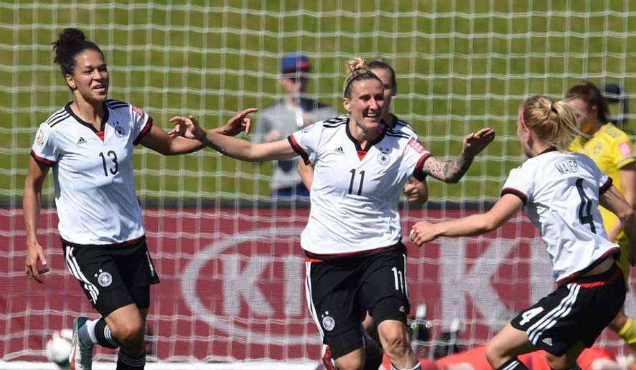 Germany's Anja Mittag celebrate with Celia Sasic (L) and Leonie Maier (R) her goal to the 1:0 during the FIFA Women«s World Cup 2015 Round of 16 soccer match between Germany and Sweden at the Lansdowne Stadium in Ottawa, Canada, 20 June 2015. Photo: Carmen Jaspersen/dpa +++(c) dpa - Bildfunk+++