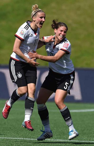 Germany's Anja Mittag celebrates with Annike Krahn (R) her goal to the 1:0 during the FIFA Women«s World Cup 2015 Round of 16 soccer match between Germany and Sweden at the Lansdowne Stadium in Ottawa, Canada, 20 June 2015. Photo: Carmen Jaspersen/dpa +++(c) dpa - Bildfunk+++