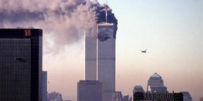 9. September 2001: Das zweite Flugzeug rast auf das World Trade Center in New York zu.