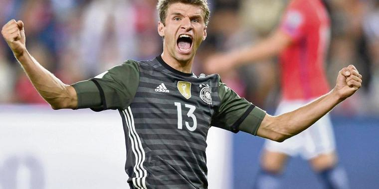 dpatopbilder Thomas Mueller of Germany celebrates after scoring 3-0 goal during the FIFA World Cup Qualifiers Europe Group C soccer match between Norway and Germany at the Ullevaal Stadium in Oslo, Norway, 04 September 2016. Photo: Federico Gambarini/dpa +++(c) dpa - Bildfunk+++