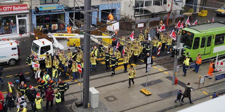 Der Demo-Zug in Hannovers City.