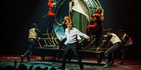 Hans Klok bezaubert im Theater am Aegi.
