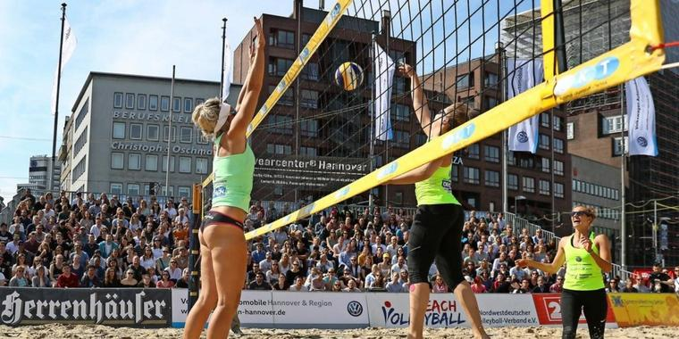 Beachvolleyball am Steintor.