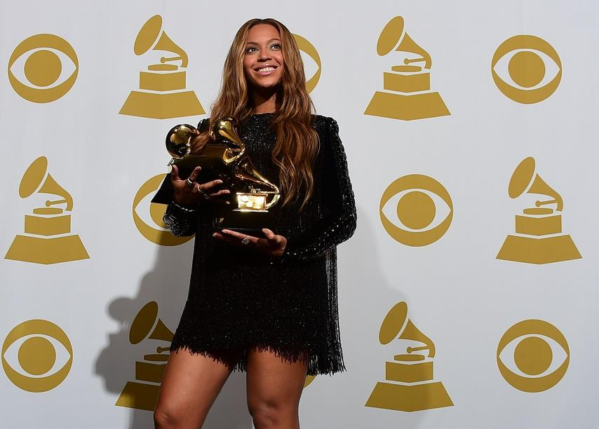 "Beyonce gewinnt in den Kategorien ""Best R&B Song"", ""Best R&B Performance"" und ""Best Surround Sound Album""."