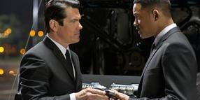 "Foto: In ""Men in Black 3"" trifft Agent J (Will Smith) auf den jungen Agent K (Josh Brolin)."