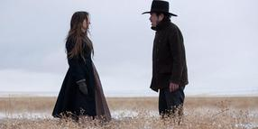 "Foto: Weg aus dem Westen: Tommy Lee Jones (rechts) in ""The Homesman""."