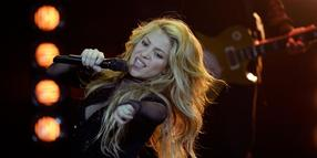 """""""Rattenscharfe Pop-Nudel"""": Shakira sang ihren neuen Hit """"Can't Remember to Forget You""""."""