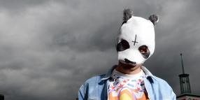 Foto: Rapper Cro macht Panda-Pop.