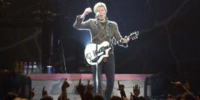 David Bowie 2003 in der Preussag Arena in Hannover.