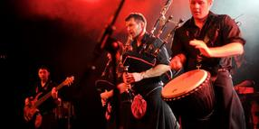Foto: Pfeifenkonzert mit Trommelsolo: The Red Hot Chilli Pipers im Pavillon.