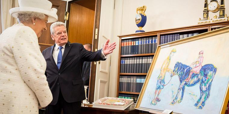 "Foto: Bad Painting? ""Pferd in Royalblau"" von Nicole Leidenfrost."