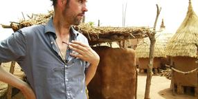 Foto: Der Theatermacher Christoph Schlingensief in seinem Operndorf in Burkina Faso.
