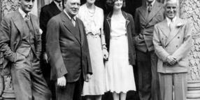 Bildnummer: 59954451  Datum: 18.05.2000  Copyright: imago/United Archives InternationalCharlie Chaplin with Mr and Mrs Winston Churchill and members of a house party at Chartwell Manor, Churchill s Westerham, Kent, Estate 19th September 1931 kbdig 2000 quer Prime Minister PM actor comedian group  PUBLICATIONxINxGERxSUIxAUTxONLY  59954451 Date 18 05 2000 Copyright Imago United Archives International Charlie Chaplin With Mr and Mrs Winston Churchill and Members of a House Party AT Chartwell Man