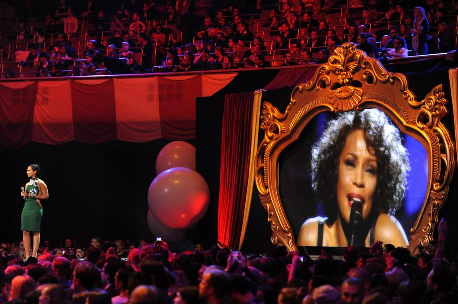 Sängerin Alicia Keys ehrte die verstorbene Soul-Legende Whitney Houston.