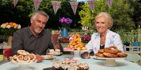 "Friedliche Zimtschneckenwelt: Die Moderatoren Paul Hollywood und Mary Berry in der britischen Backshow ""The Great British Bake Off""."