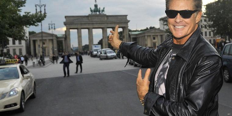"David Hasselhoff fühlt sich als Berliner. Er hatte im Herbst 1989 einen legendären Auftritt in Berlin, als er an der Mauer seinen Hit ""I've been looking for Freedom"" trällerte."