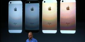 Foto: Apple-Vice-President Greg Joswiak stellte das iPhone SE vor