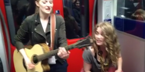 "Foto: Screenshot aus dem Video ""Aftershow-Party-Jam in the S-Bahn Frankfurt"" mit Kiddo Kat und Heid Joubert"