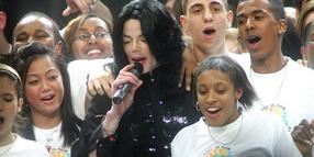 "Michael Jackson singt ""We Are The World"" beim World Music Awards 2006."
