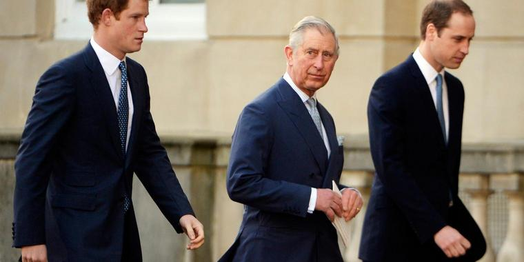 Foto: Prinz Charles (M.), Prinz William (r.) and Prinz Harry (Archivbild von 2014).