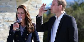 Foto: Kate Middleton und ihr Gemahl Prinz William bei einer Weinprobe in Queenstown, Neuseeland.