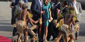 Prinz William und Kate werden in Honiara traditionell begrüßt.