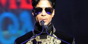 Foto: Prince bei einer Pressekonferenz im Apollo Theater in New York