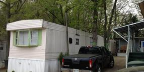 Eine Siedlung mit Mobile Homes in Alexandria.
