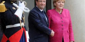 Foto: Krisen verlangen neue Strategien: Merkel und Hollande in Paris.