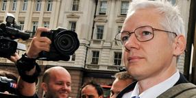 Foto: Julian Assange vor dem Londoner High Court.