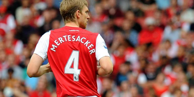Per Mertesacker im Trikot von Arsenal London.