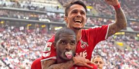 16.08.2015, Football 1.Bundesliga 2015/2016, 1.Match Day, VfB Stuttgart - 1.FC Koeln, in der Mercedes Benz Arena Stuttgart, Anthony Modeste (u, Koeln) celebrates with Leonardo Bittencourt (Koeln). Schnuller *** Local Caption *** © pixathlon+++ NED + SUI out !!! +++