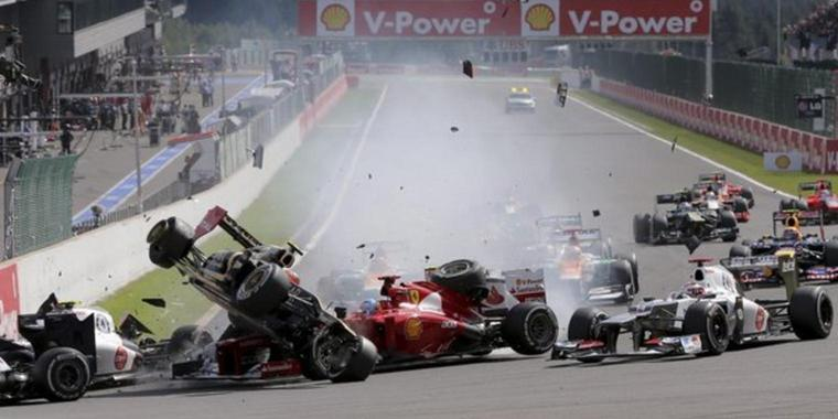 Romain Grosjean crasht kurz nach dem Start.