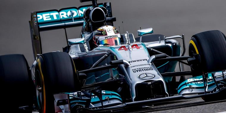 Mercedes-Pilot Hamilton sichert sich Pole Position in China