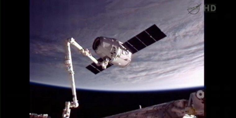 "Der privater Transporter ""Dragon"" ist an die Internationale Raumstation ISS angedockt."