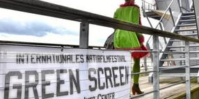 Foto: Green Screen in Eckernförde: Auch das Ostsee-Info-Center am Strand wird zum internationalen Naturfilmfestival Kino.
