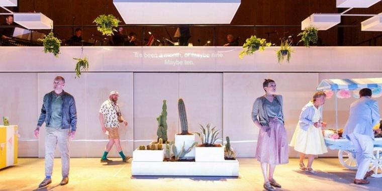"Foto: Nicholas Morris als The Invisible und Anna Dennis als The Other Invisible in der Kammeroper ""To See The Invisible"" von Emily Howard beim Aldeburgh Festival 2018."