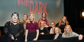 "Foto: Studentisches Horrorteam: Die ""Out-of-the-Dark""-Macher Katharina Michel, Maike Koch, Michele-Nathalie Proudfoot, Verena Wenzler, Jonas Dirkes, Gesa Mentel, Maren Wessels und Charlotte Anger."